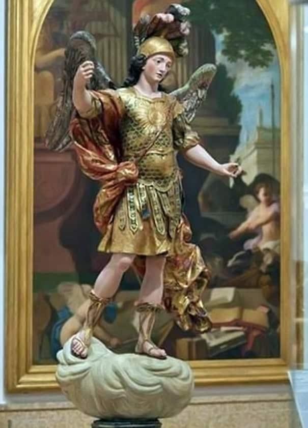 Скульптура Святого Михаила