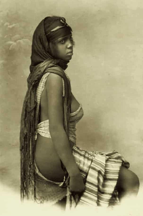 Девушка из племени бедуинов