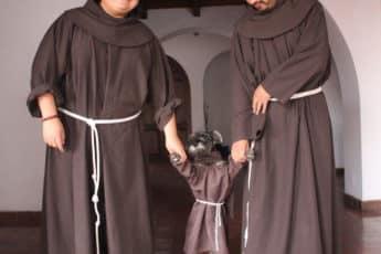 Усатый монах с братьями