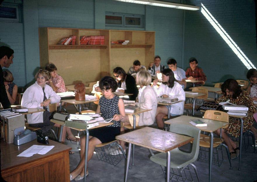 Студенты в колледже