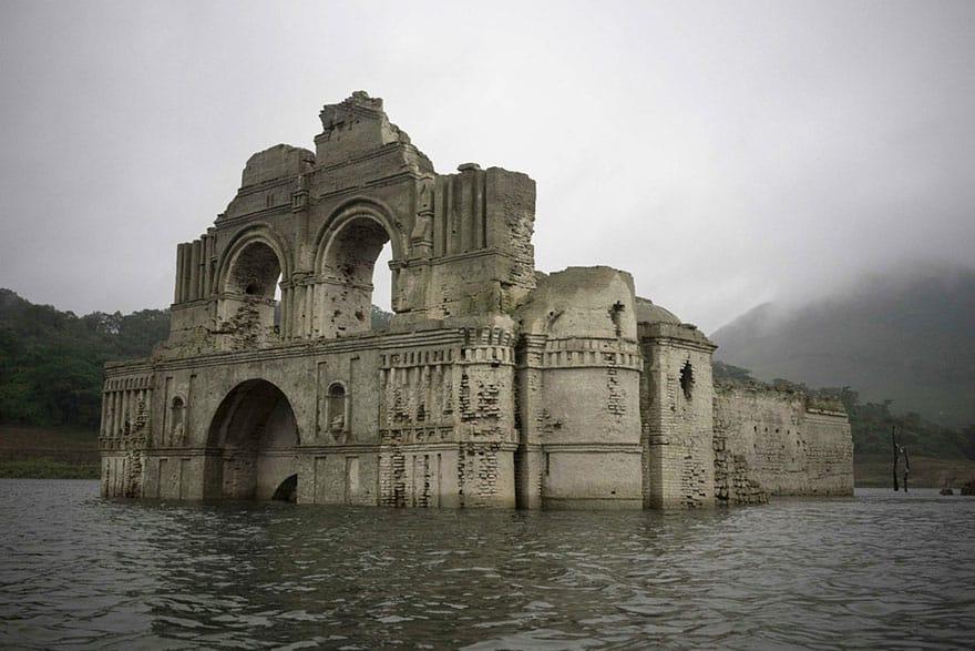 Руины древней церкви