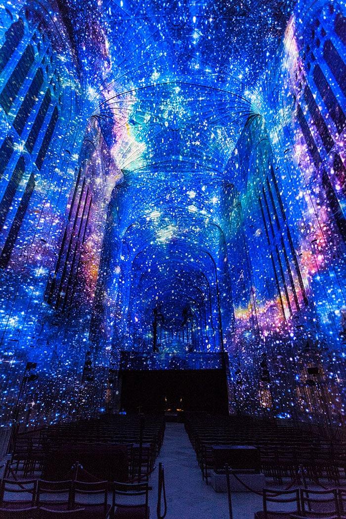 Звездное небо в часовне