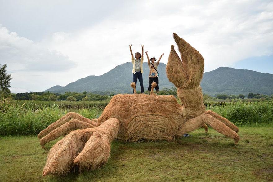 Фестиваль соломенных скульптур