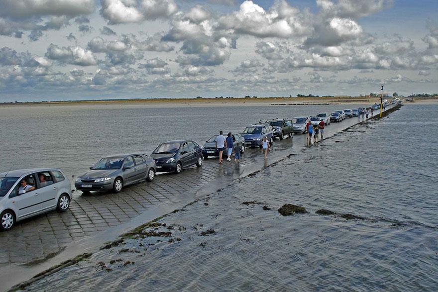 Машины ждут отлива