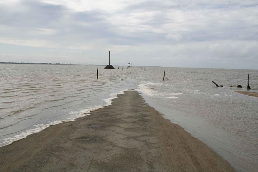 Скоро дорога скроется под водой