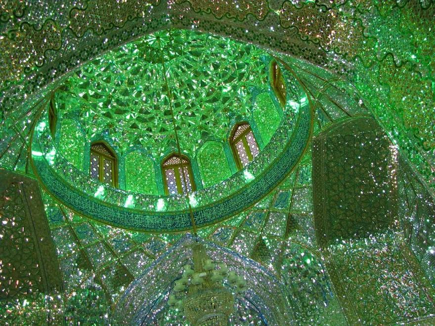 Внутреннее убранство в мечети в Иране