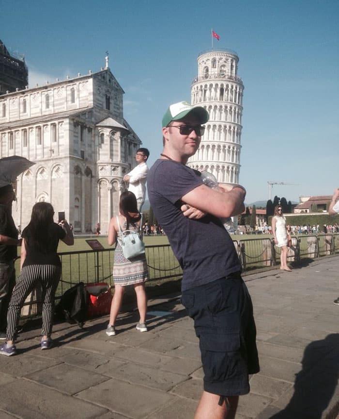 Тролль прикалывается в Пизе