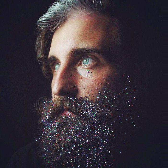 Разукрашенная мужская борода