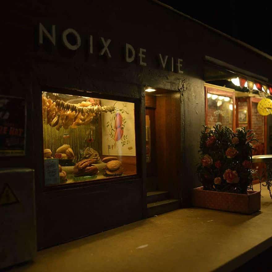 Освещение ночью магазина для грызунов