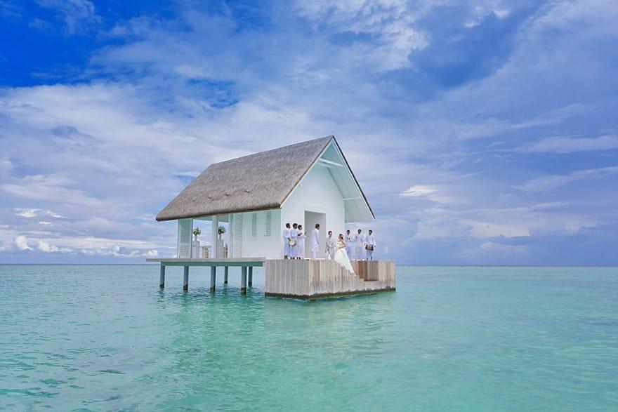 Салон на сваях для свадеб