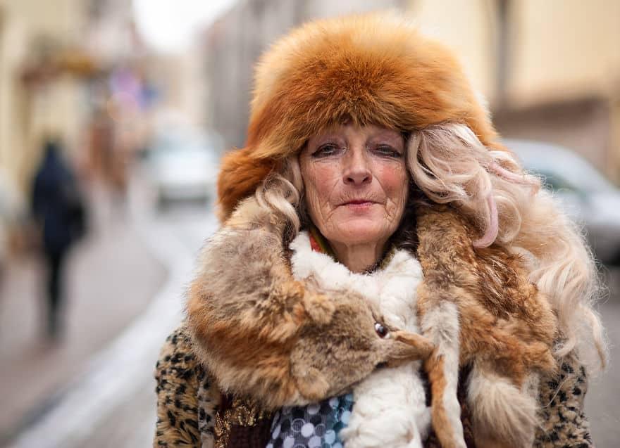 Оптимизм бездомной женщины