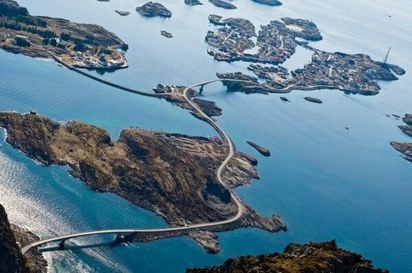 Дорога по океану в Норвегии