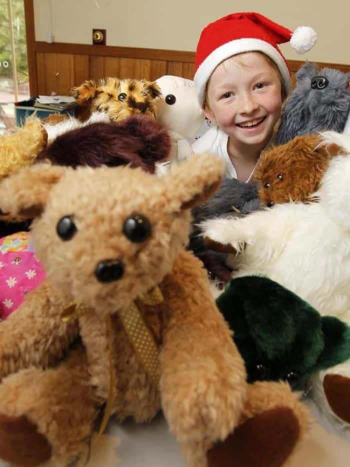 Кэмпбелл с подарками для больных детей