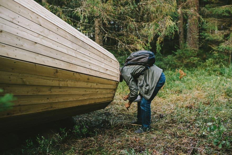 Деревянные конструкции в глухом лесу
