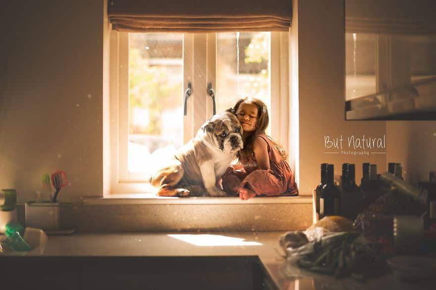 Фотография девочки с собакой