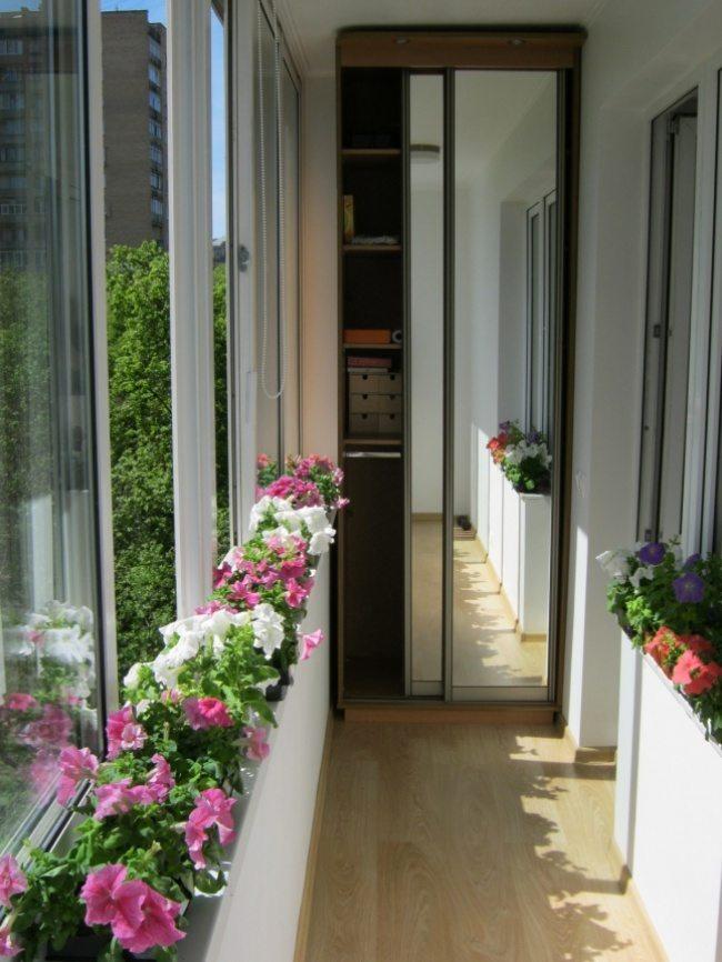 Великолепный дизайн уютного балкона 1