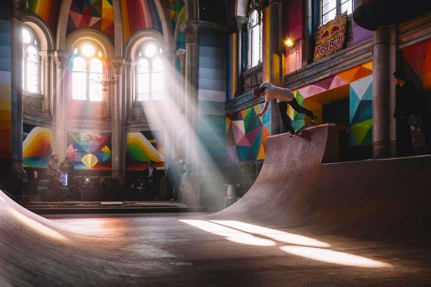 Скейтодром в старинной церкви
