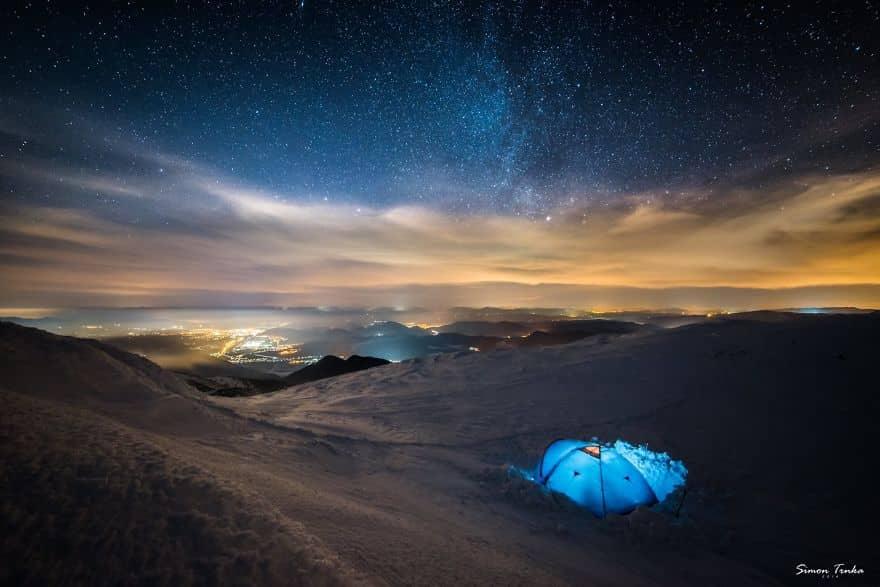 Палатка в сугробе