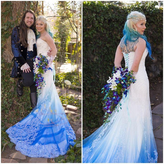 Свадебный наряд с синим подолом на платье