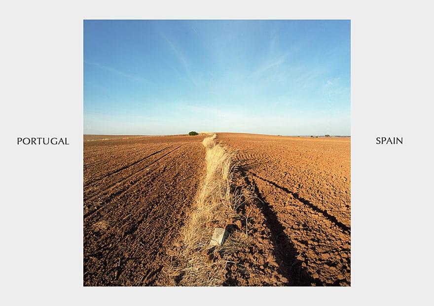 Царапина на земле вместо границы