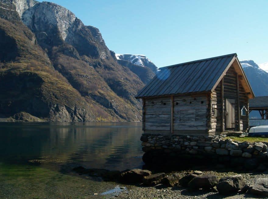 Рыбацкий дом на берегу фьорда