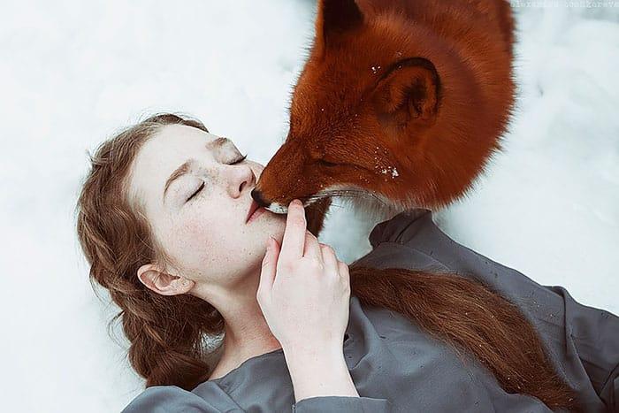 Дружба девушки и лисы