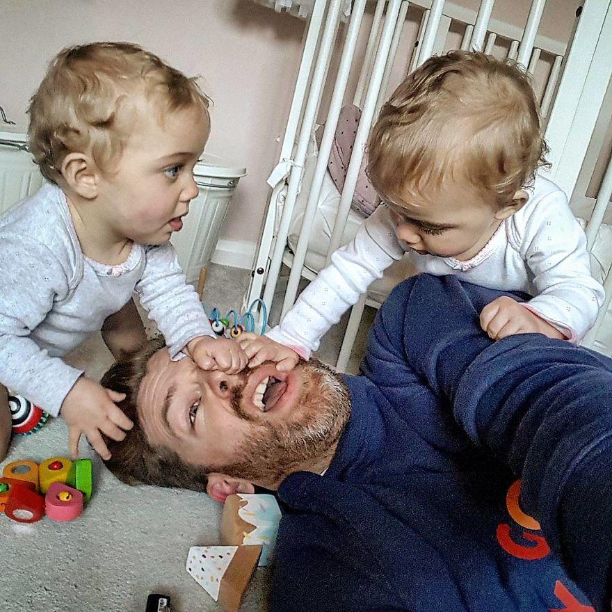 Детские забавы с папиной бородой