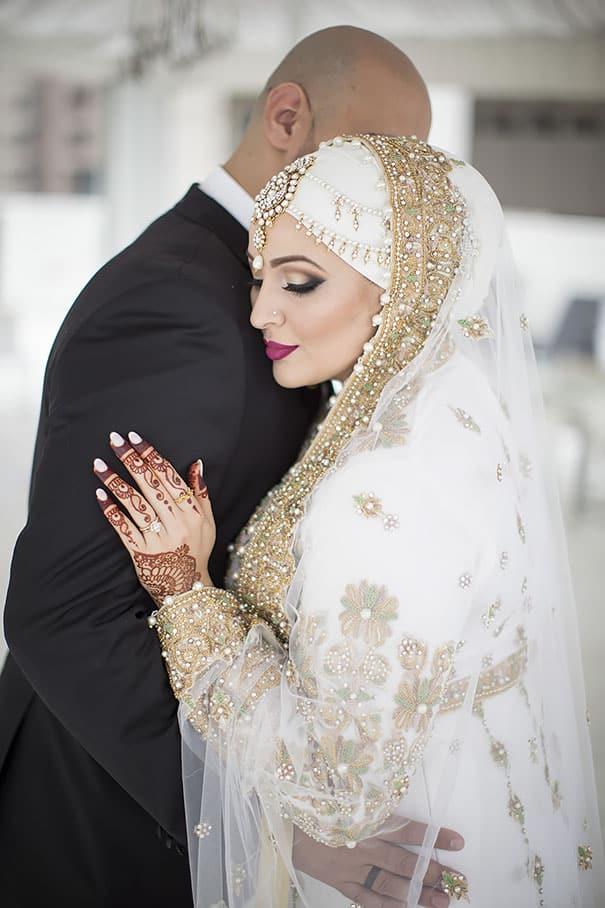 Трогательные отношения жениха и невесты