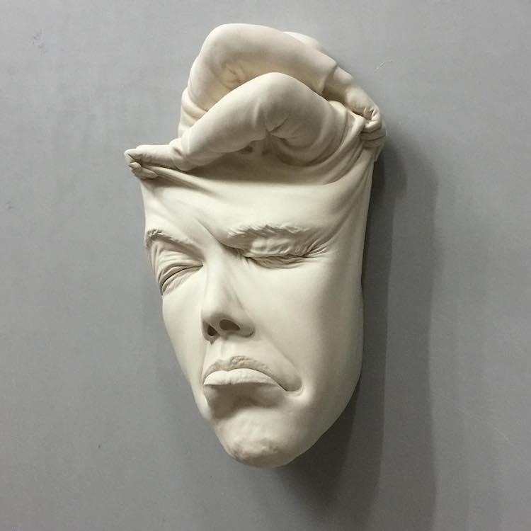 Маска с лица