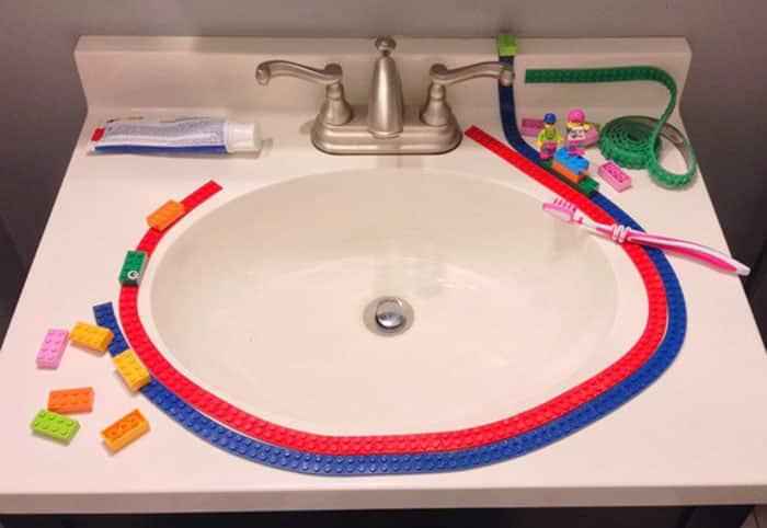 Лента Лего в ванной