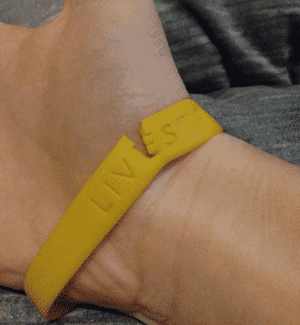 Силиконовый браслет на руку