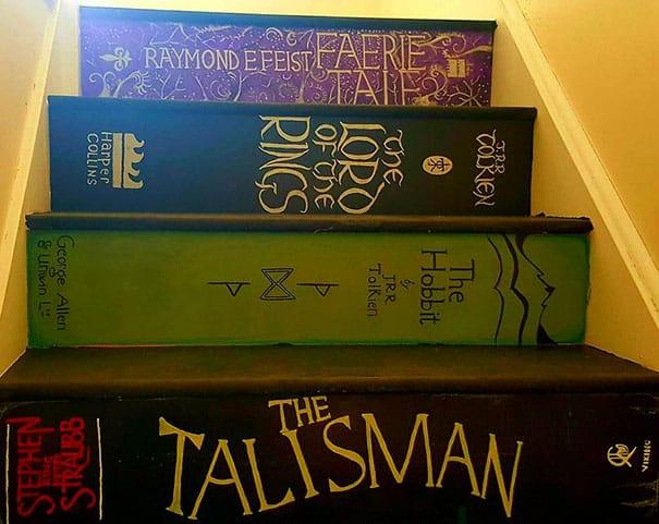 Ступени на лестнице в доме