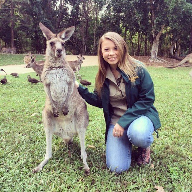 Девушка с кенгуру