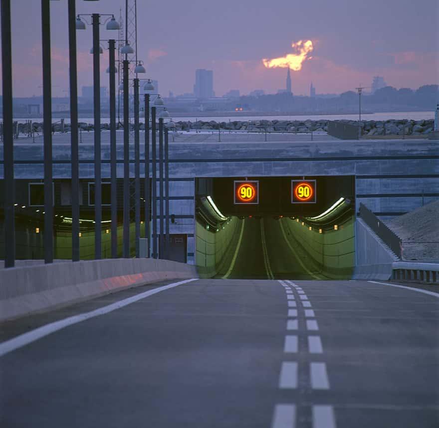 Мост между Данией и Швецией переход в туннель
