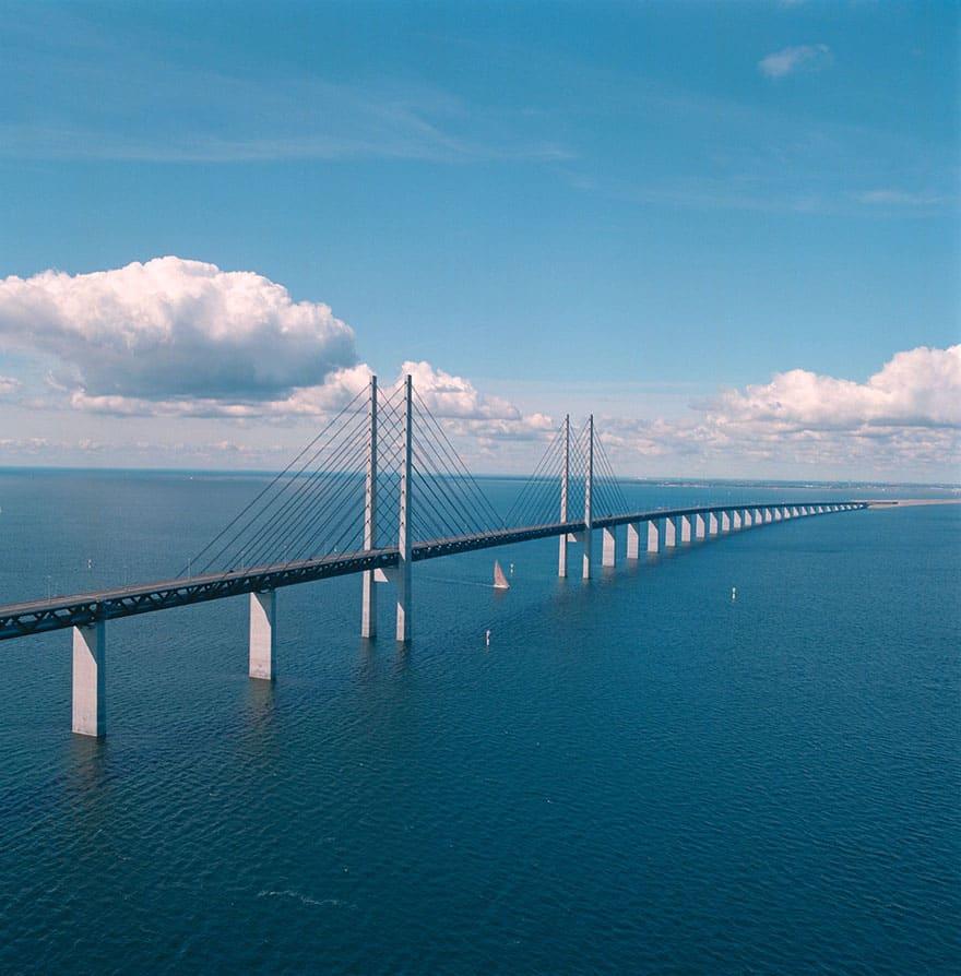 Мост между Данией и Швецией в 2000 году