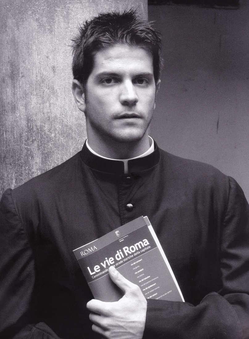 Монах забирающий души католичек