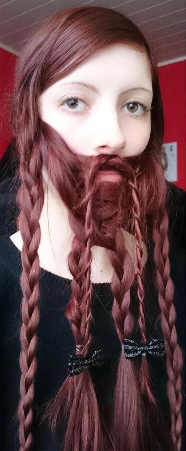 Великолепная борода у девушки