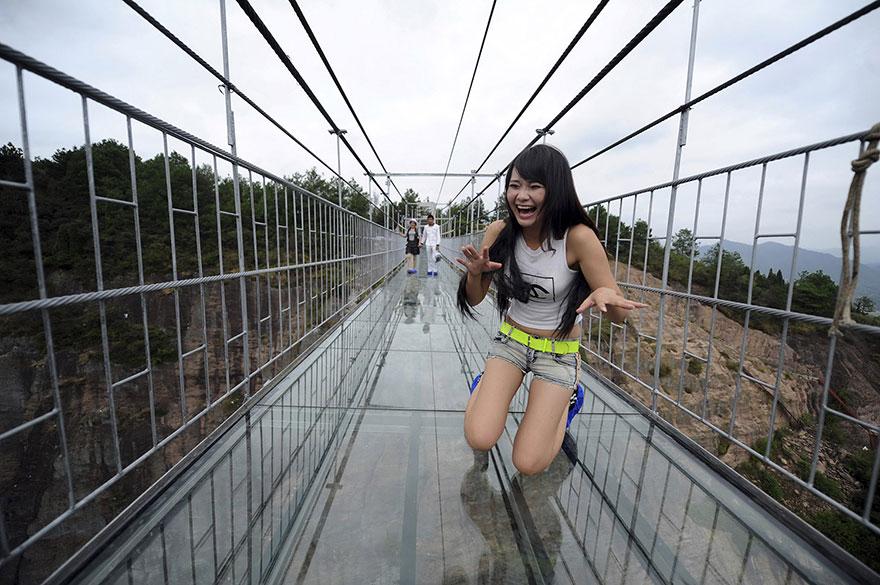 Стеклянный мост для экстремалов