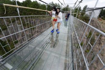Стеклянный мост для самых смелых