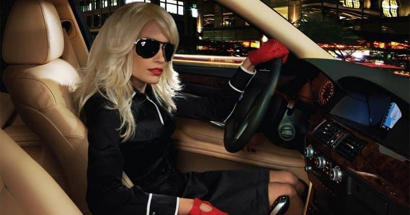 Блондинка в Инфинити