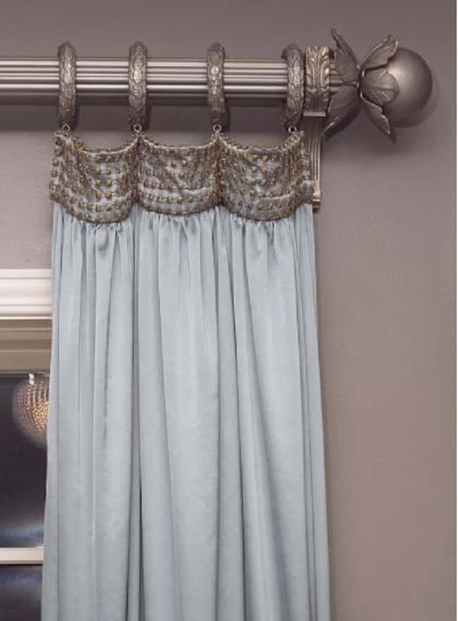 шторы на окнах с тесьмой