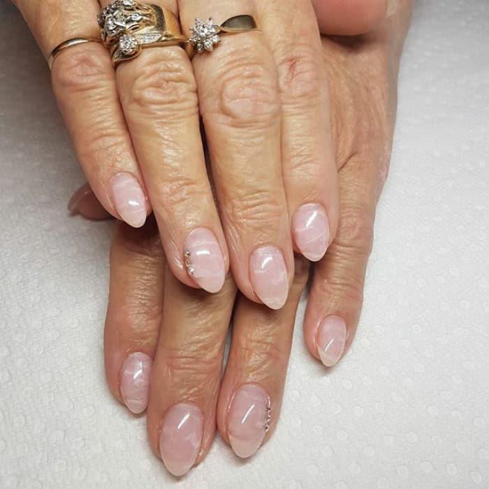 Новый тренд в маникюре - кварцевые ногти