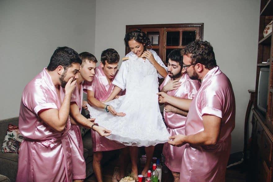 Свадебная фотосессия невесты с мужиками