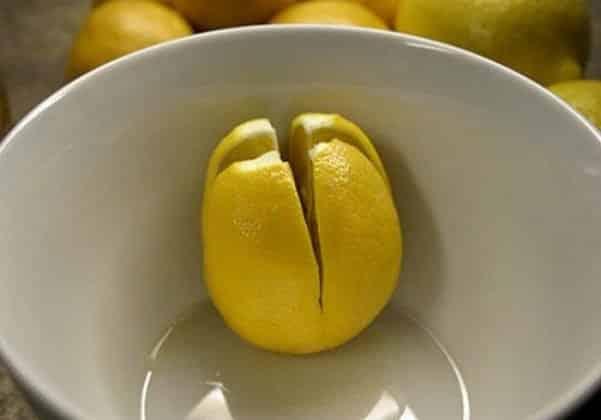 Лимон в тарелке