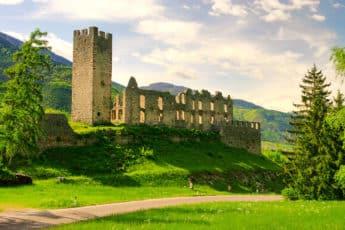 Старинный замок в Италии