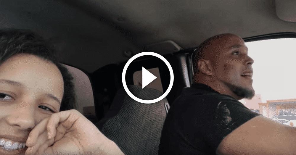 Поющий водитель за рулем