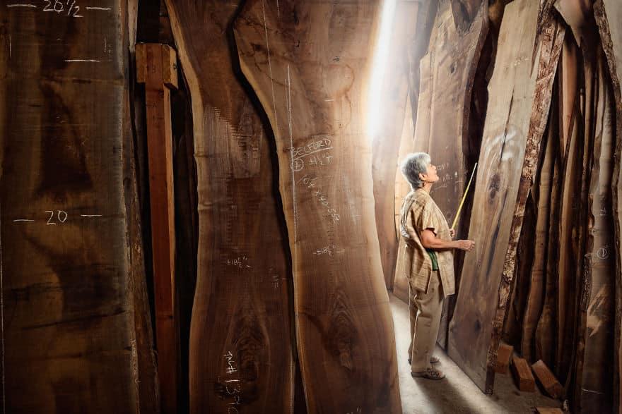 Женщина деревообработчик
