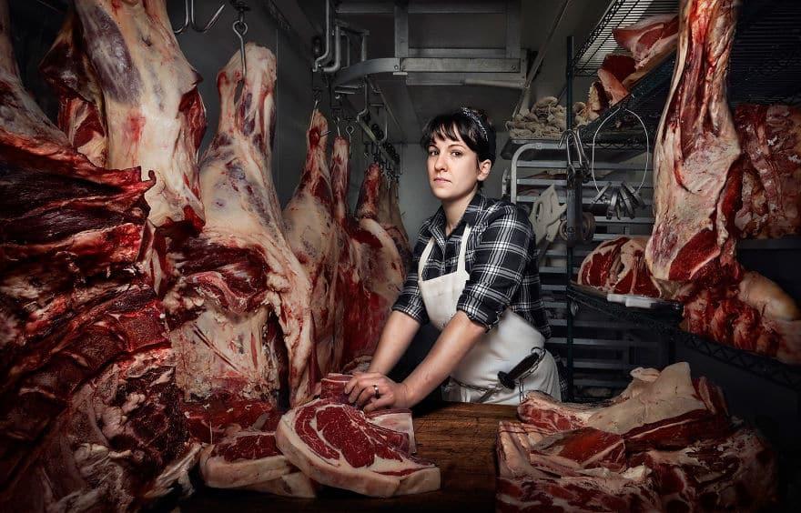 Женщина мясник