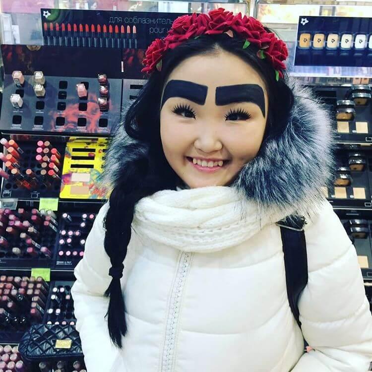 Сногсшибательные брови у якутки