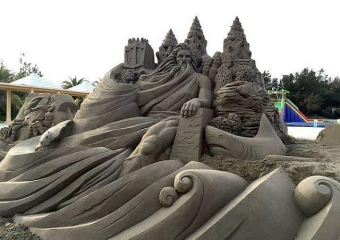 Морская крепость из песка